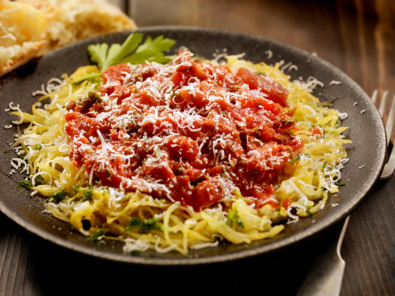 prato com esparguete abóbora à bolonhesa