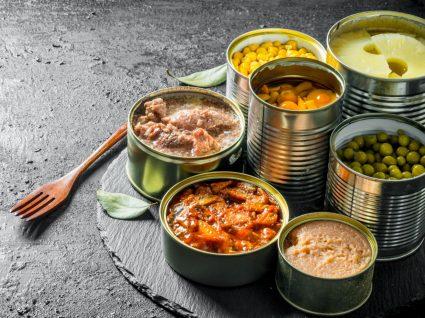 Conservas e enlatados: variedade de alimentos enlatados