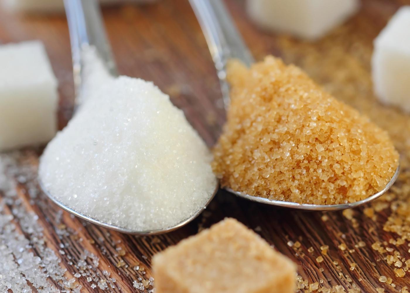 Diferentes tipos de açúcar: açúcar amarelo