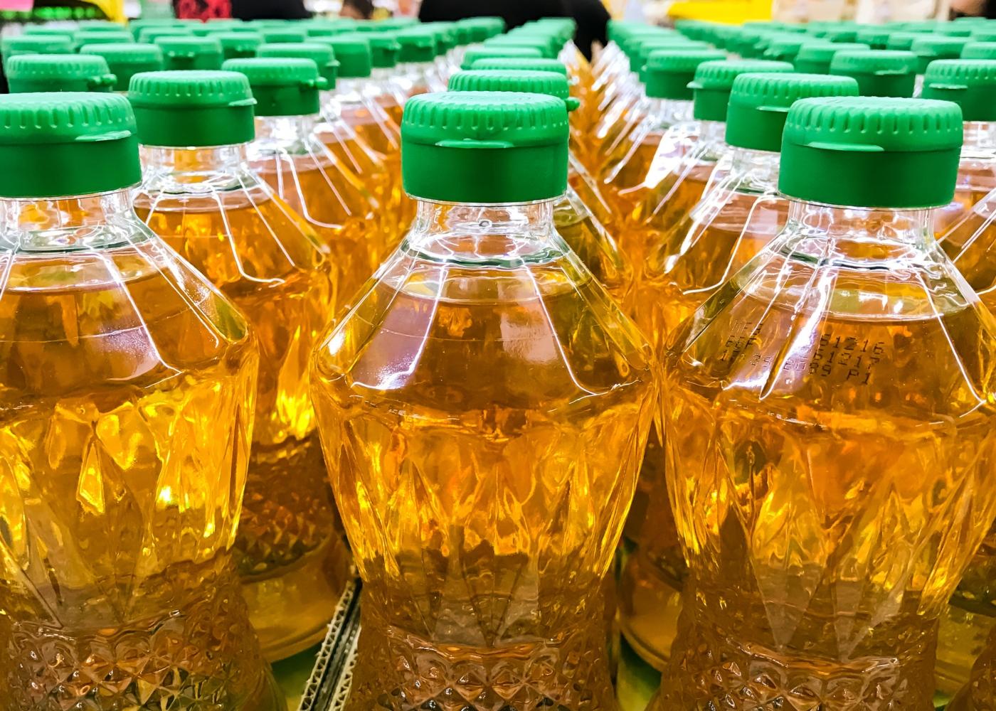Garrafas de óleo de palma