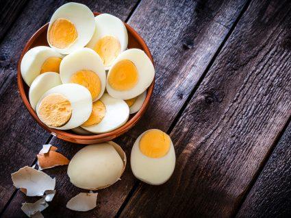 Taça com ovos cozidos