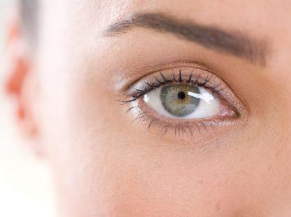 Sintomas da ansiedade: mulher com olhar vazio