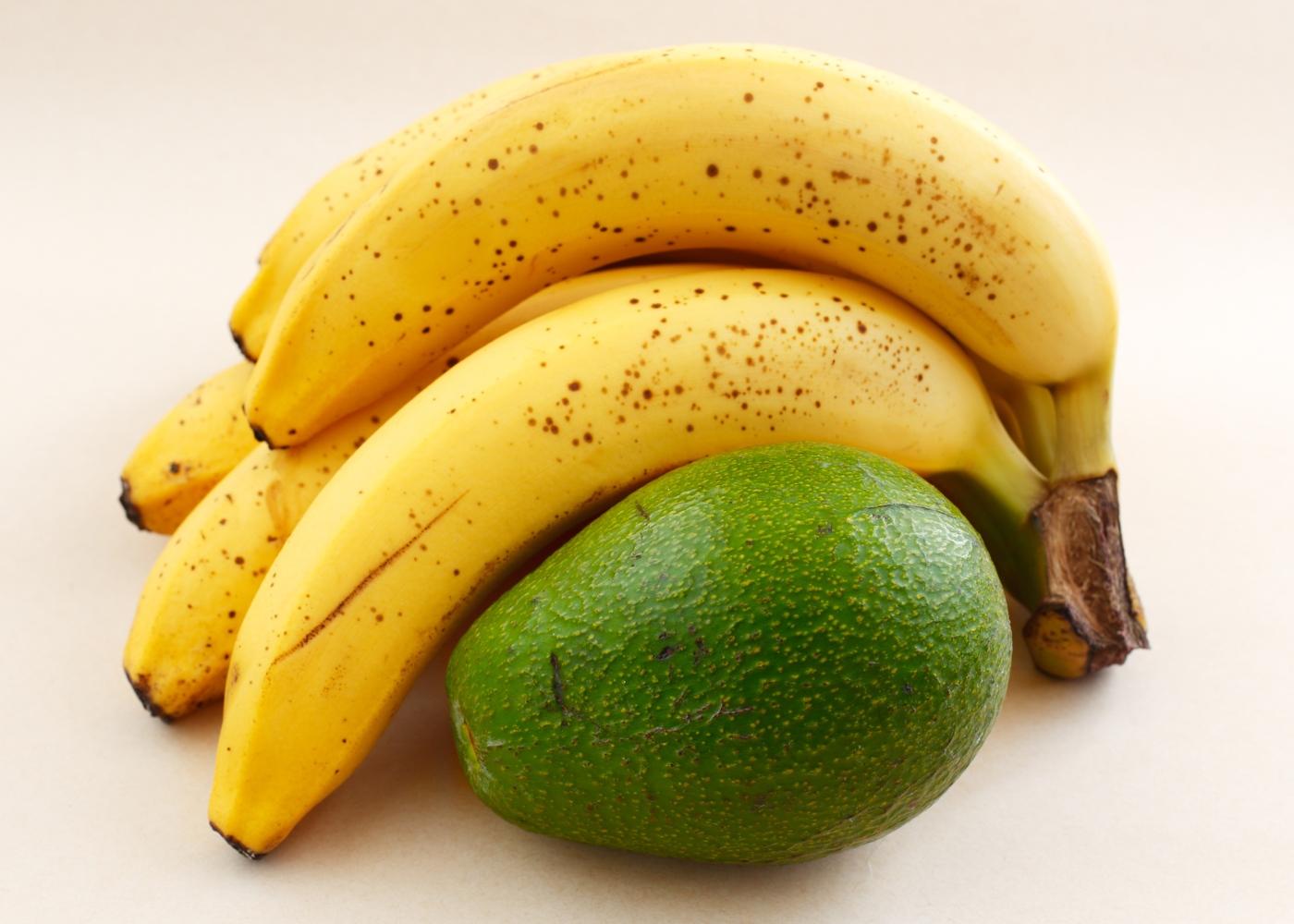 Coisas que não deve guardar no seu frigorífico: abacate e bananas