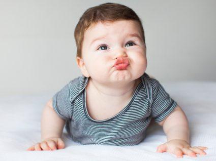 o que sabe fazer o bebé aos 3 meses de idade