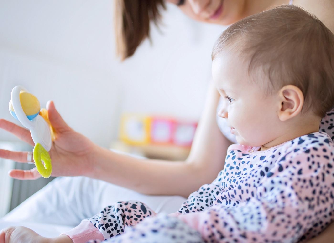 Brincadeiras do bebé aos 7 meses de idade