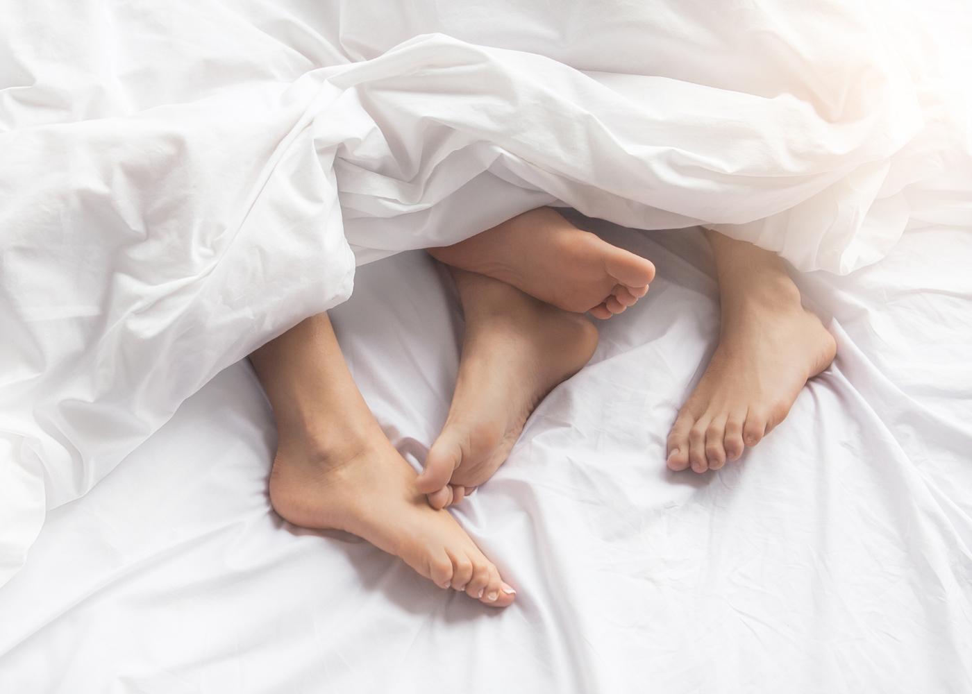 pés na cama