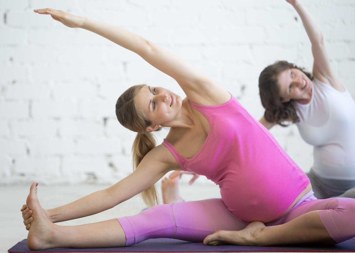 grávida a praticar pilates