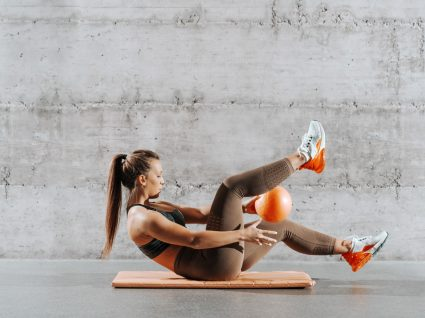 abdominais com bola exercicios