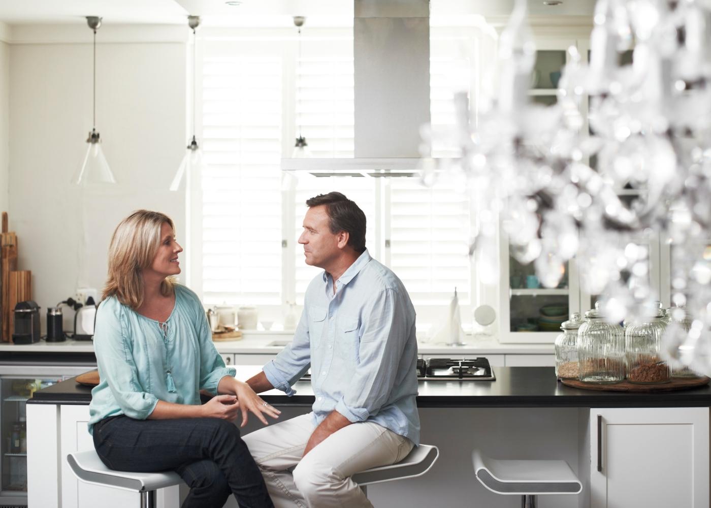 Discutir é saudável: casal a debater pontos de vista