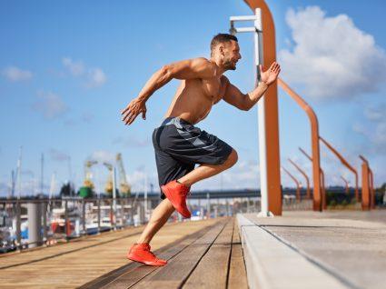 Homem a fazer treino de alta intensidade