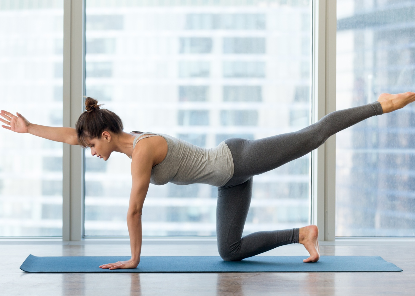 Mulher a fazer exercício bird-dod