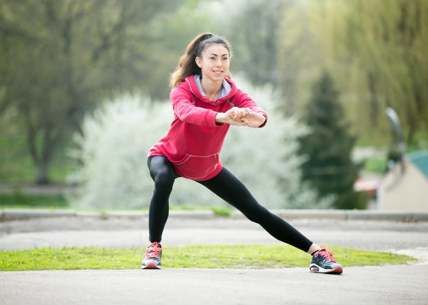 Treino ao ar livre: lunges laterais