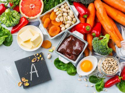 Variedade de alimentos ricos em vitamina A