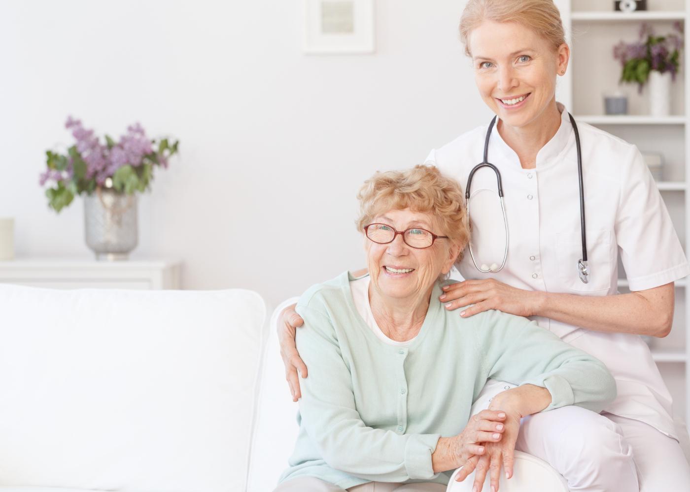 medicos ao domicilio medica com paciente em casa