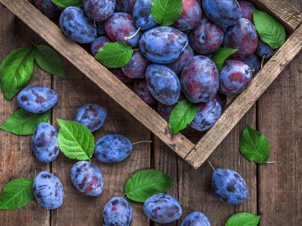Alimentos para comer de manhã: ameixas frescas
