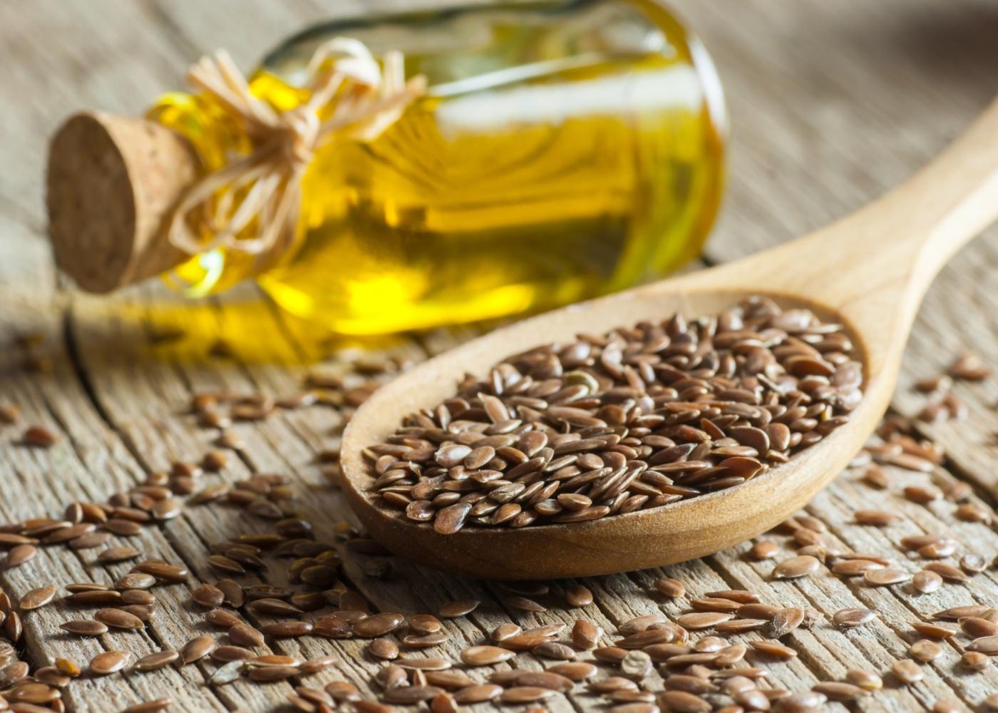 Alimentos para comer de manhã: sementes de linhaça