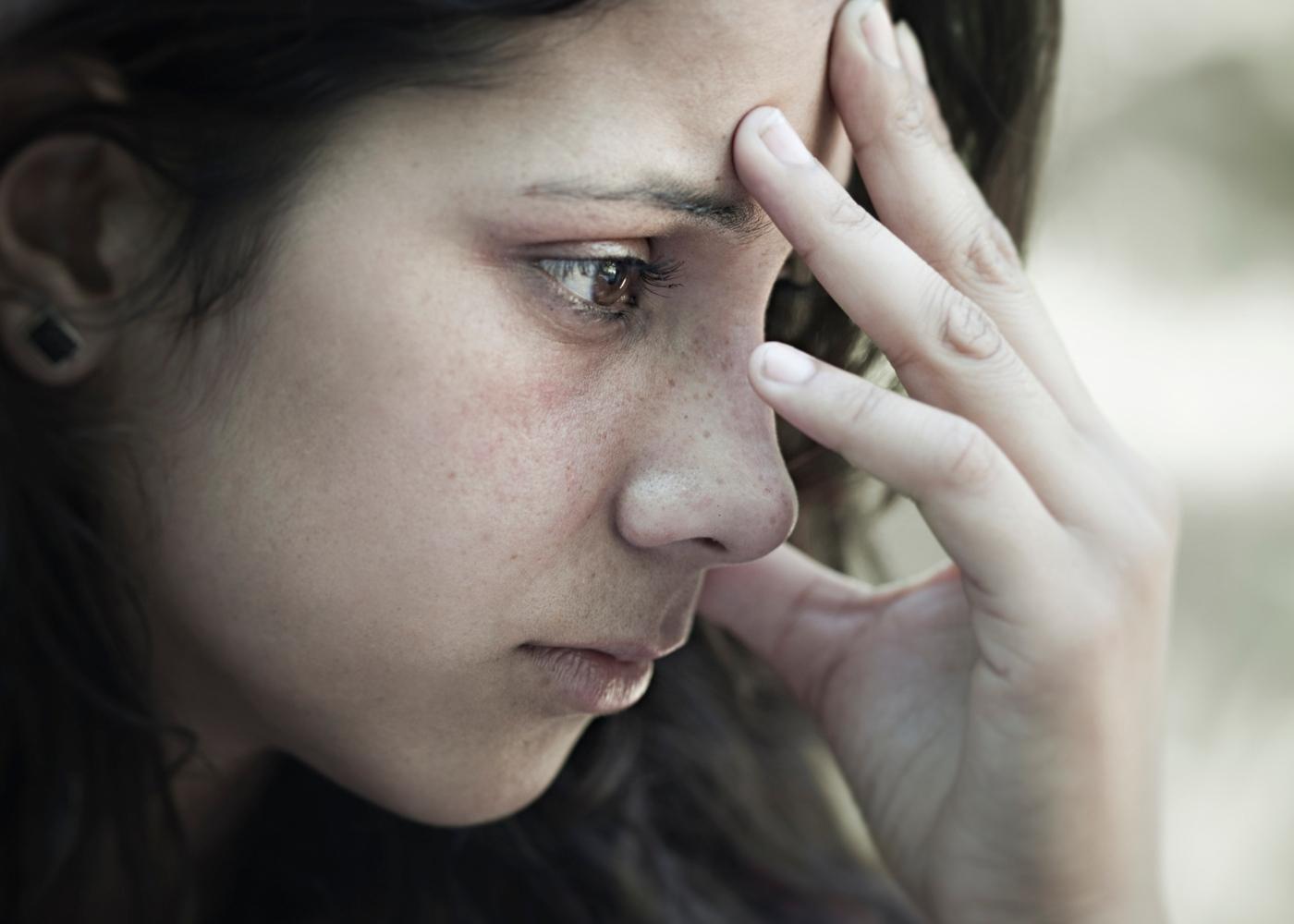 Mulher com síndrome de Tourette