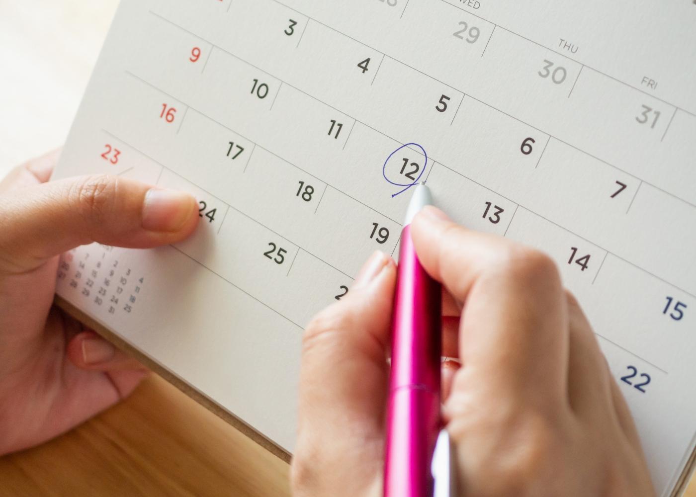 Conselhos para a ajudar a engravidar: mulher a registar o seu ciclo menstrual