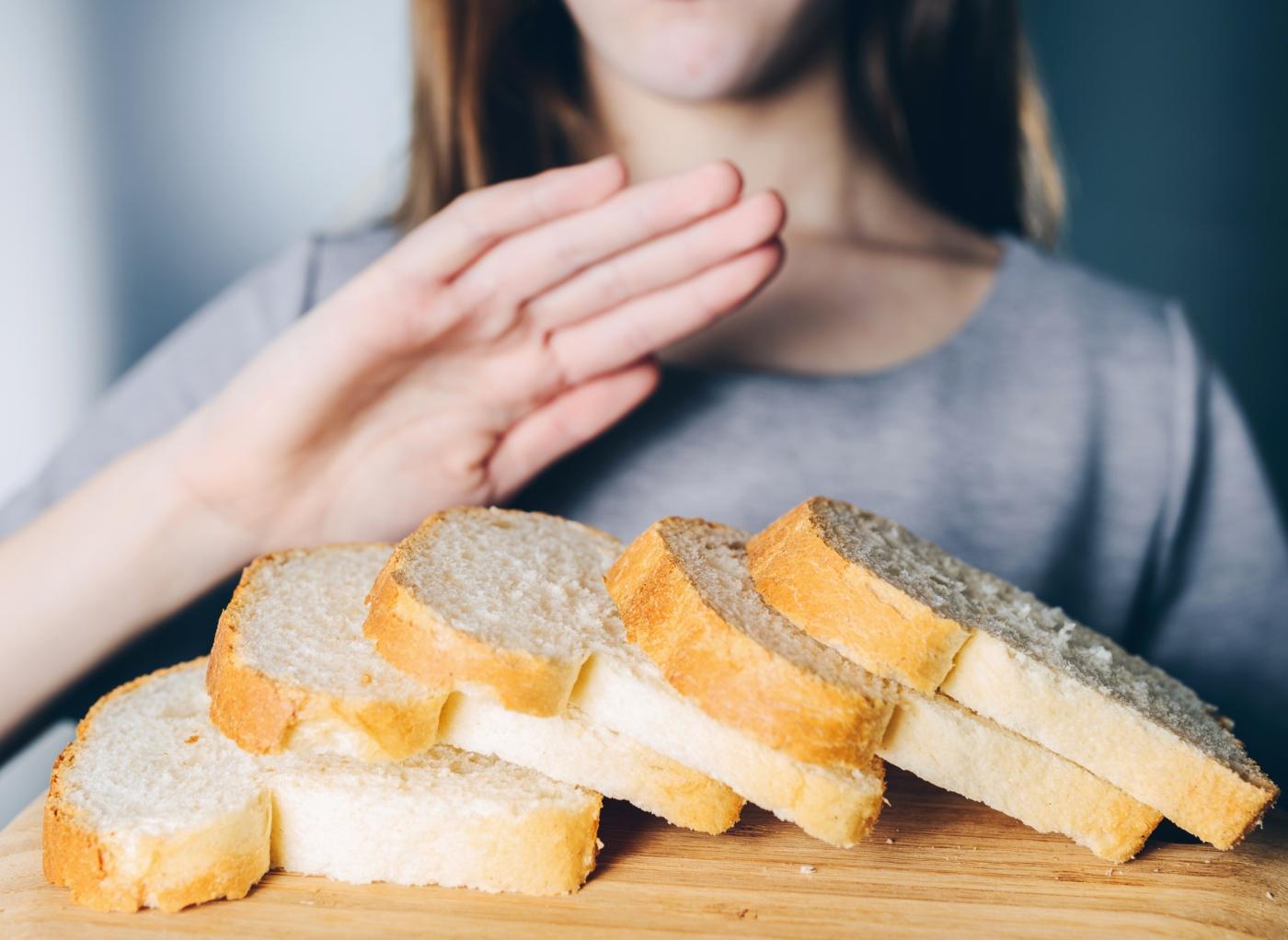mulher a recusar comer pão