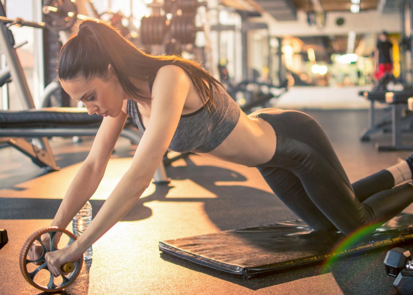 Exercícios para uma barriga definida: roda abdominal