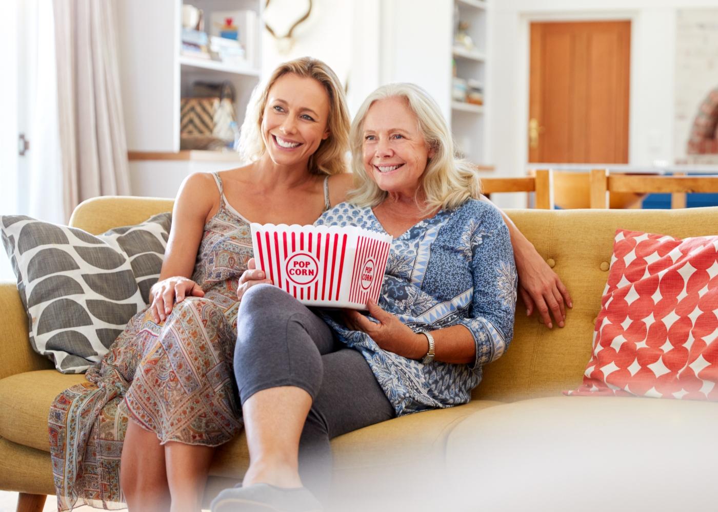 Ideias para o Dia da Mãe: ver filme com pipocas