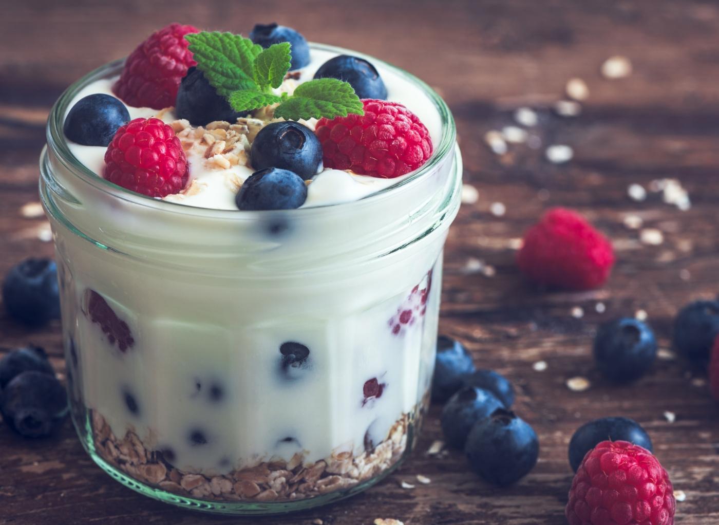Como poupar calorias: Iogurte com aveia e frutos vermelhos