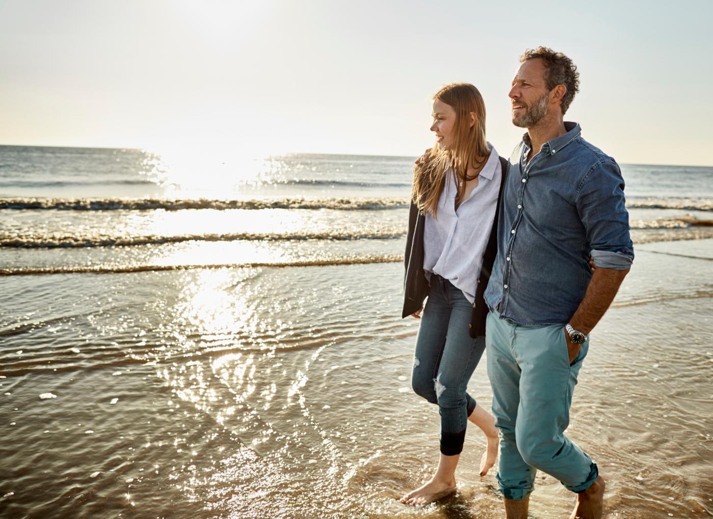 O amor não é tudo: casal na praia