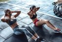 Mulheres a fazer exercícios de abdominais para perder a barriga