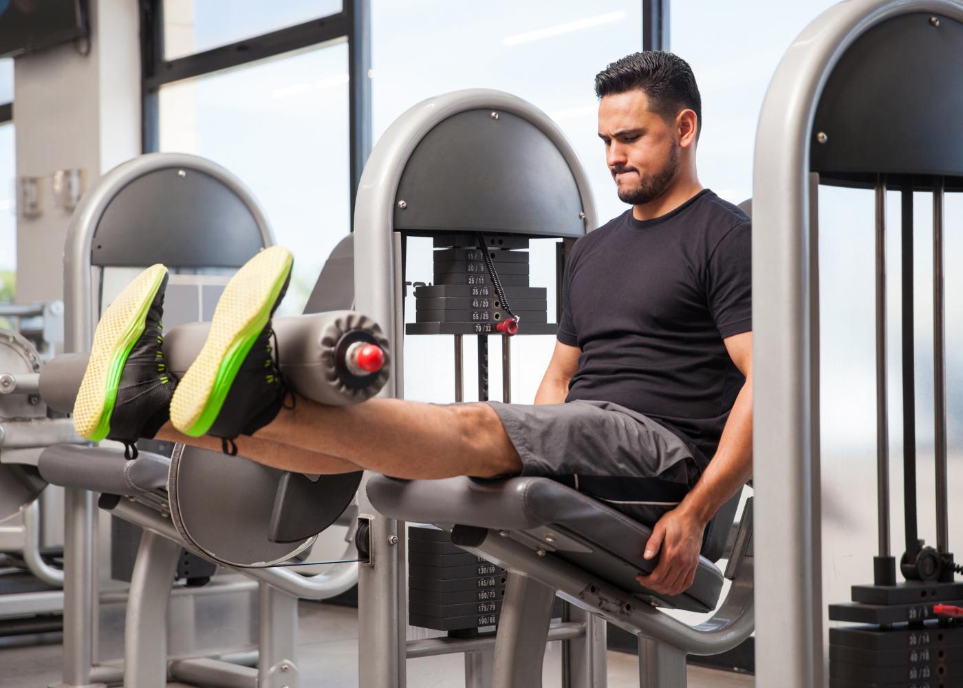 push pull leg homem em leg extension