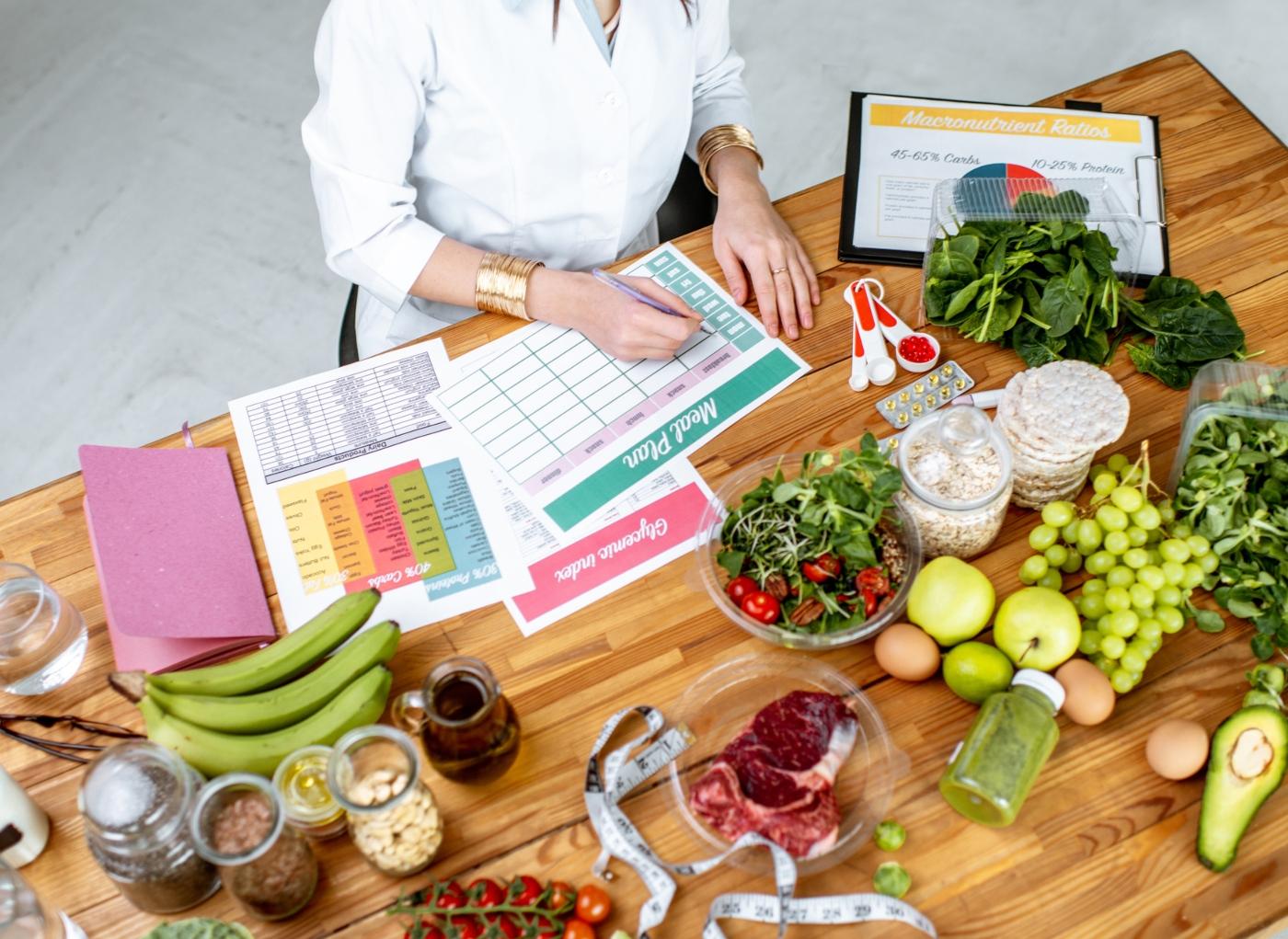 Asma e alimentação: nutricionista a traçar plano alimentar