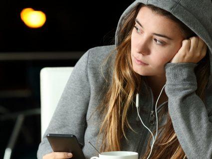 Alimentos que deve evitar se sofre de ansiedade ou depressão