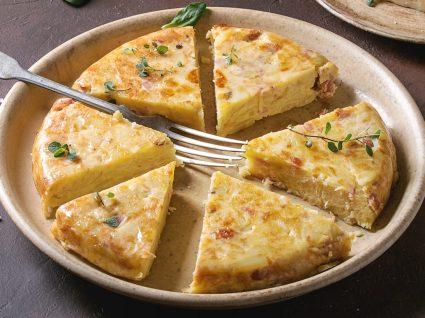 Tortilha espanhola tradicional e variações apetitosas