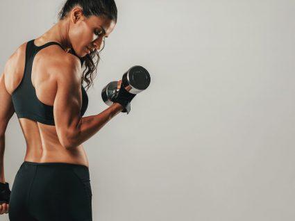 Diga adeus à gordura localizada no braço com estes 6 exercícios