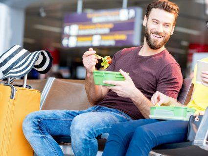 Como fazer uma alimentação saudável enquanto se viaja: dicas importantes