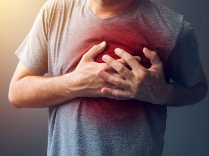Dor no peito: quais as possíveis causas? Fique atento!