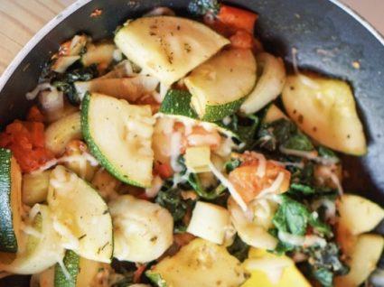 Receita de legumes salteados com mozzarella by Vanessa Alfaro