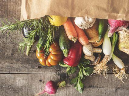 Frutas e legumes: deve consumi-los crus ou cozinhados?