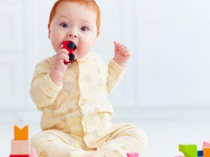 O que fazer quando um bebé se engasga: passo a passo!
