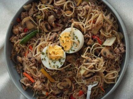 Receitas de noodles de atum com legumes by Vanessa Alfaro
