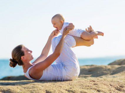 Qual é a importância do exercício físico no pós-parto natural?
