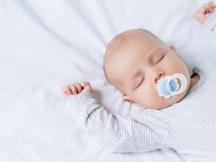 Como estimular um bebé de 1 mês em 3 passos