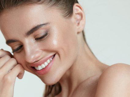 8 Exercícios para tonificar o rosto e ganhar mais firmeza
