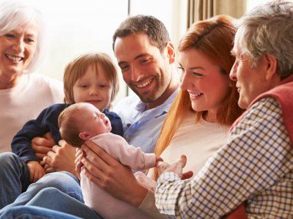 Seja uma visita agradável: saiba o que não deve fazer quando visita um recém-nascido