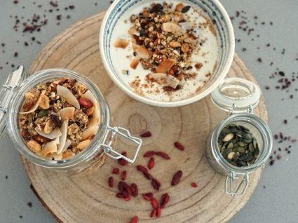 Granola de coco e amendoim by Vanessa Alfaro