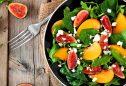 Saladas com queijo de cabra: sabores que combinam na perfeição