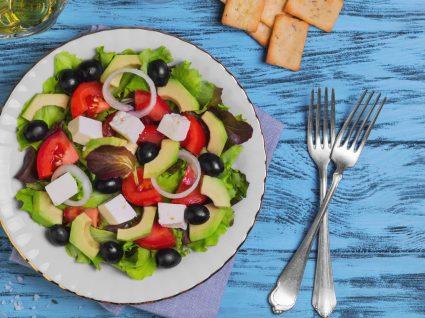 Salada grega: 5 receitas leves e saudáveis