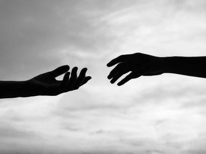 Carência afetiva e dependência emocional nas relações amorosas