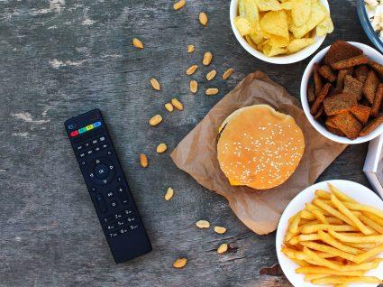 10 hábitos noturnos que fazem engordar: tome atenção!