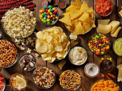 Estes são os piores alimentos para o fígado: fique atento!