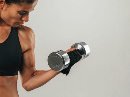 Plano de treino para braços: 5 exercícios eficazes